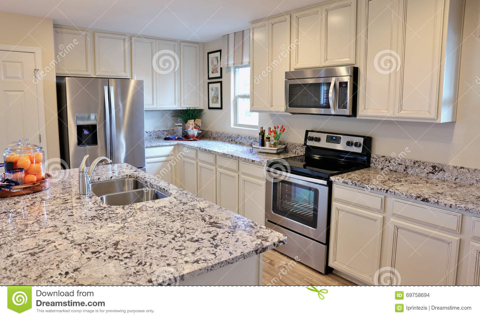 Moderne Keukens Wit : Moderne keuken in wit stock foto afbeelding bestaande uit