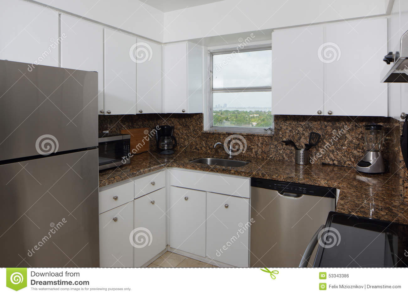 Keuken Moderne Klein : Moderne kleine keuken stock foto afbeelding bestaande uit