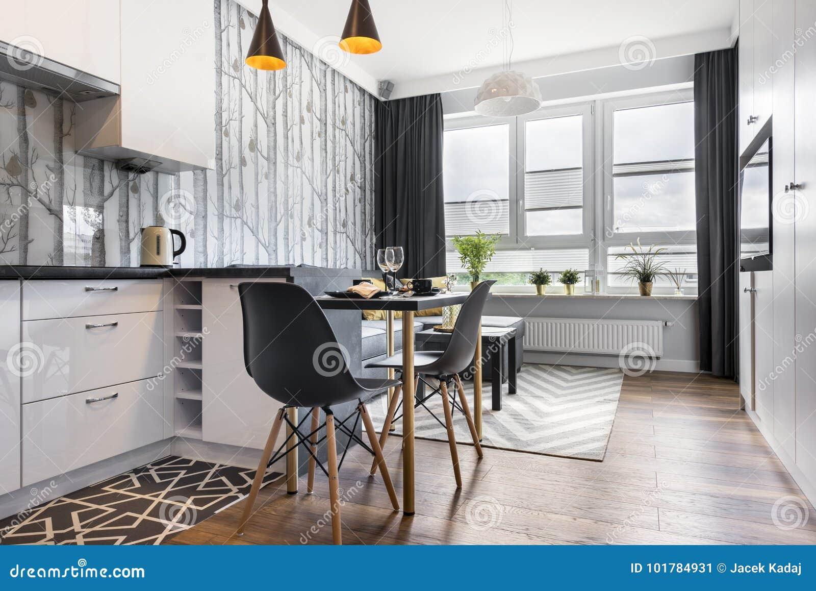 Met Keuken Kleine : Moderne kleine ruimte met keuken stock afbeelding afbeelding