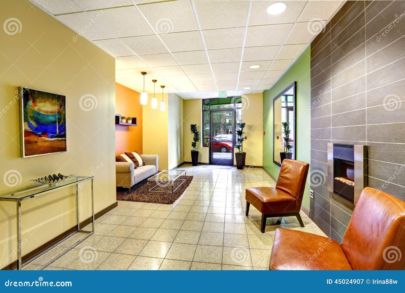 Moderne kleurrijke lounge eigentijdse architectuurstijl van
