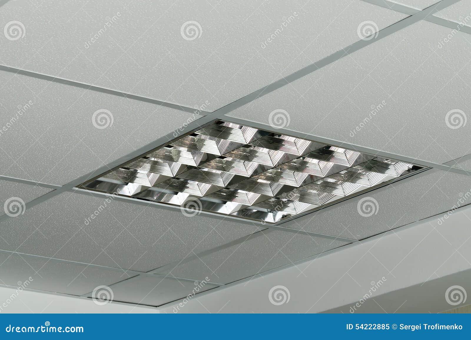 Moderne lamp op het plafond van het bureau stock afbeelding