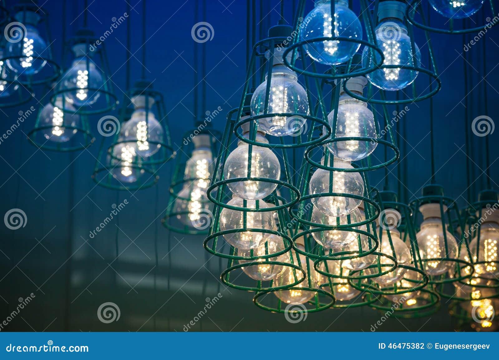 Moderne Lampen 64 : Moderne led lampen in den metalllampenschirmen stockfoto bild