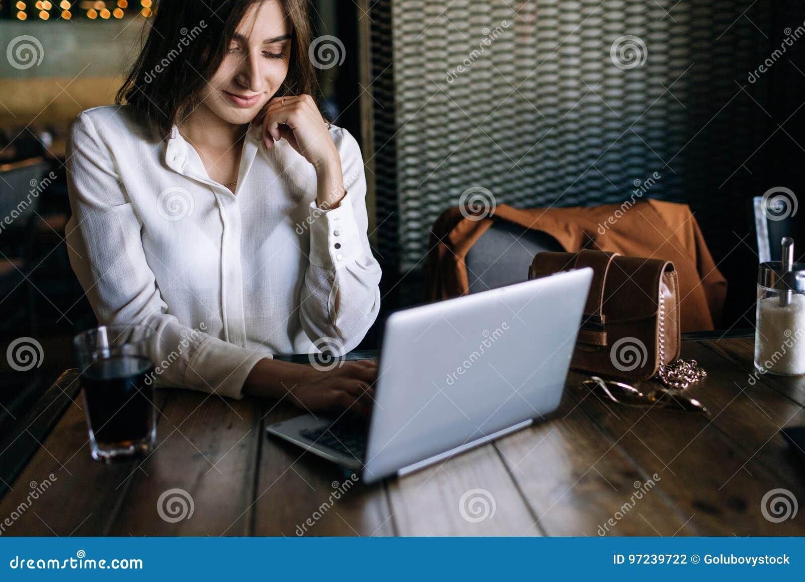Moderne mededeling Sociale technologiestijl
