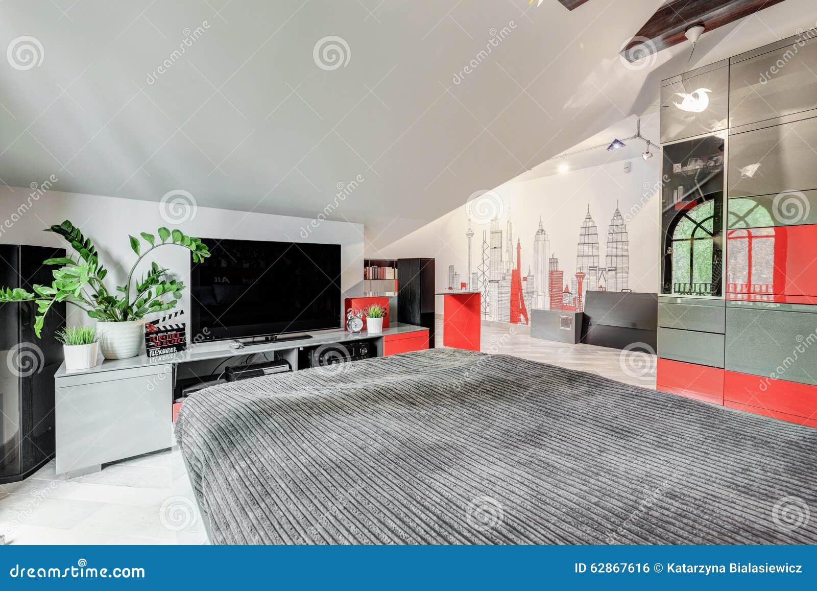 Moderne Modieuze Slaapkamer Met TV Stock Foto - Afbeelding bestaande ...