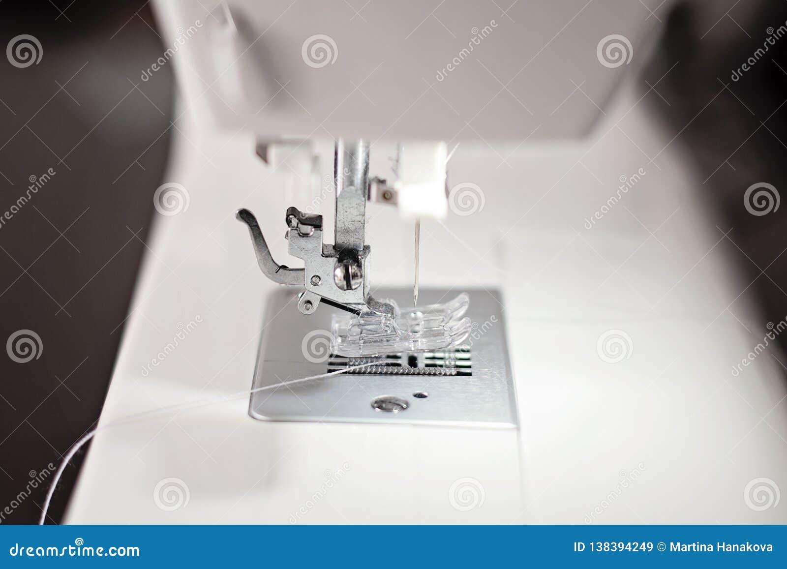 Moderne Nähmaschinenahaufnahme