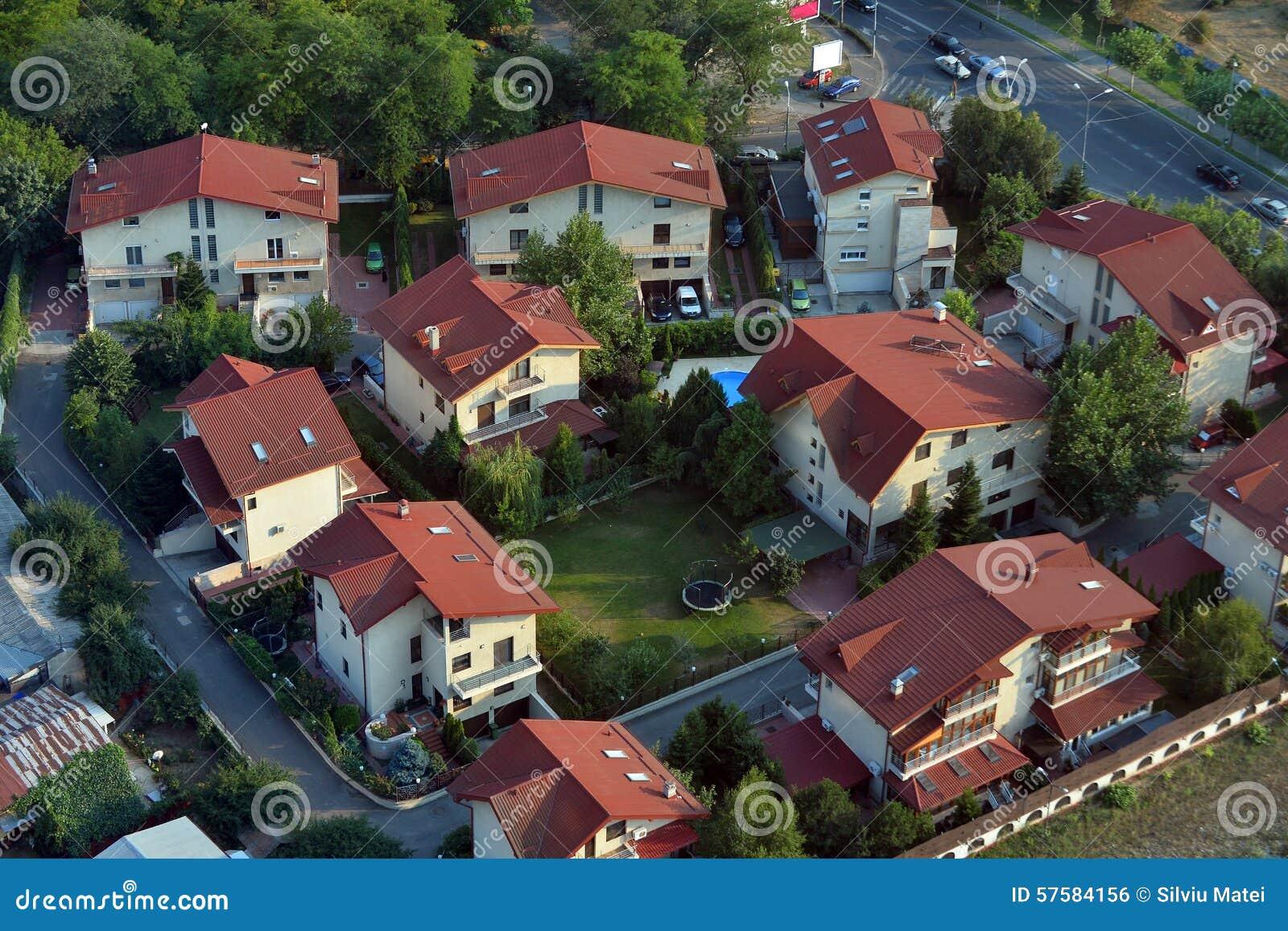 Moderne Nachbarschaft Mit Modernen Häusern Stockfoto - Bild von ...
