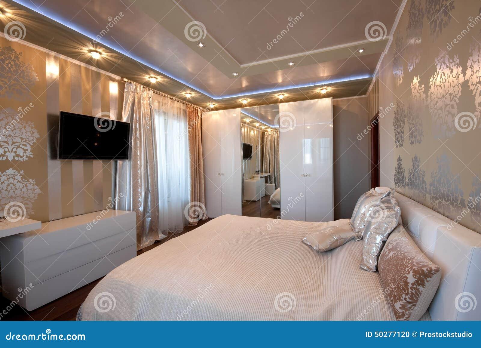Moderne ontwerpslaapkamer in gouden kleuren stock foto ...