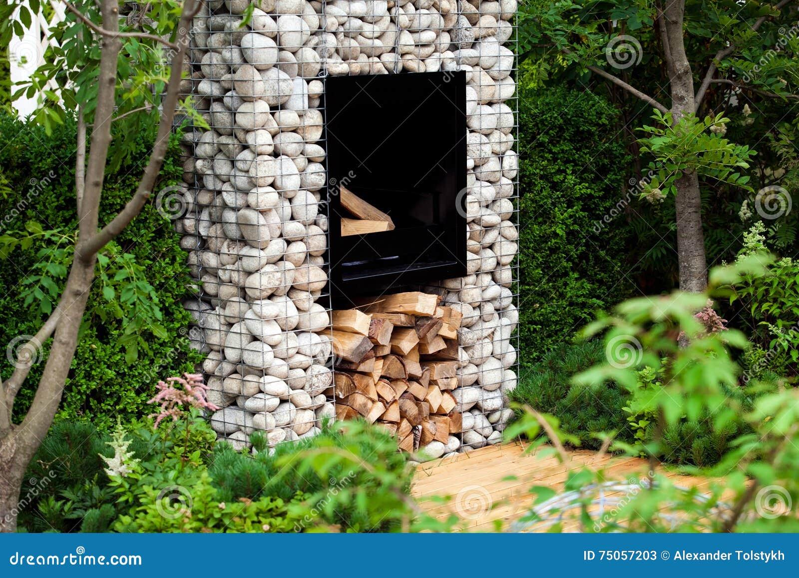 Open Haard Tuin : Moderne open haard in de tuin stock afbeelding afbeelding