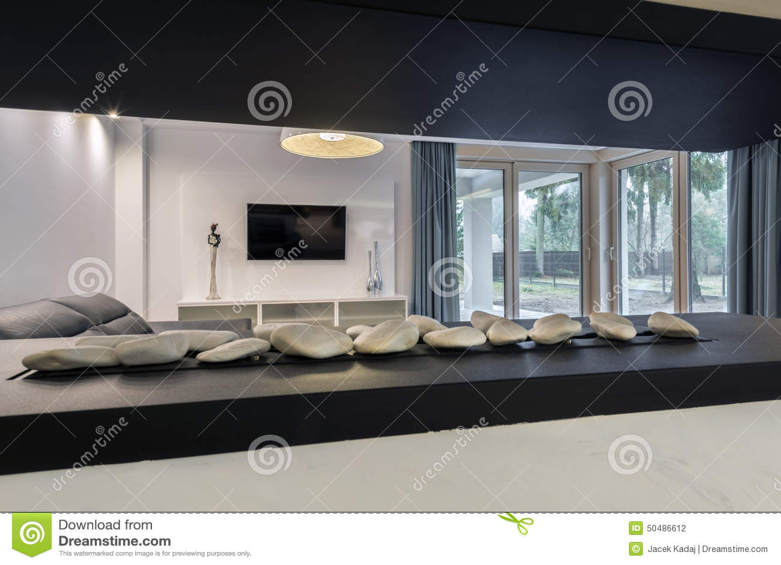 Moderne open haard in woonkamer stock foto afbeelding 50486612 - Open haard moderne ...