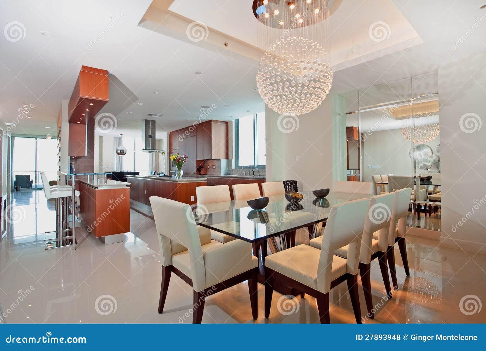 Moderne open keuken en eetkamer royalty vrije stock foto's ...