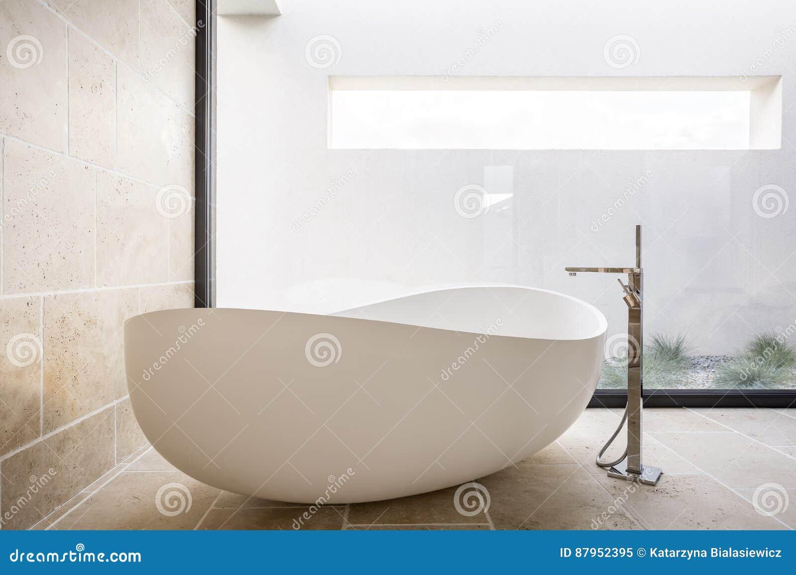 Moderne Ovale Badewanne Stockbild Bild Von Stilvoll 87952395