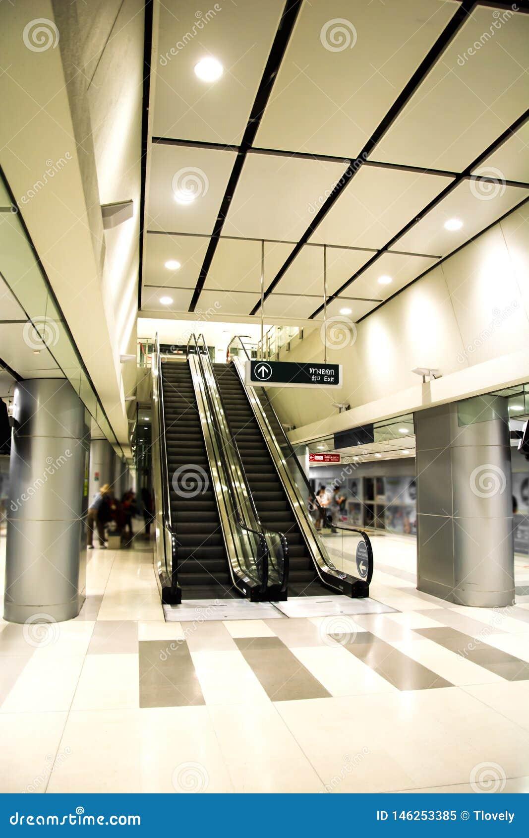 Moderne Postroltrap en architectuur binnenlands ontwerp