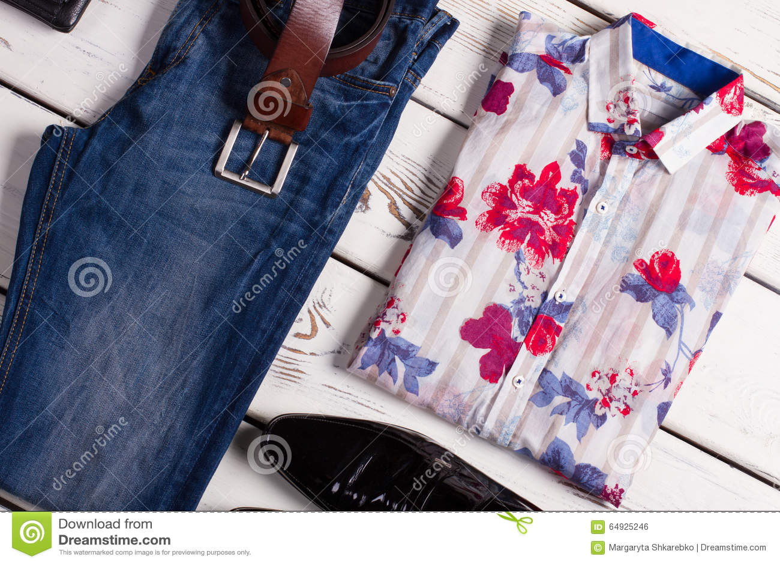 Moderne reeks van de kleding van mensen