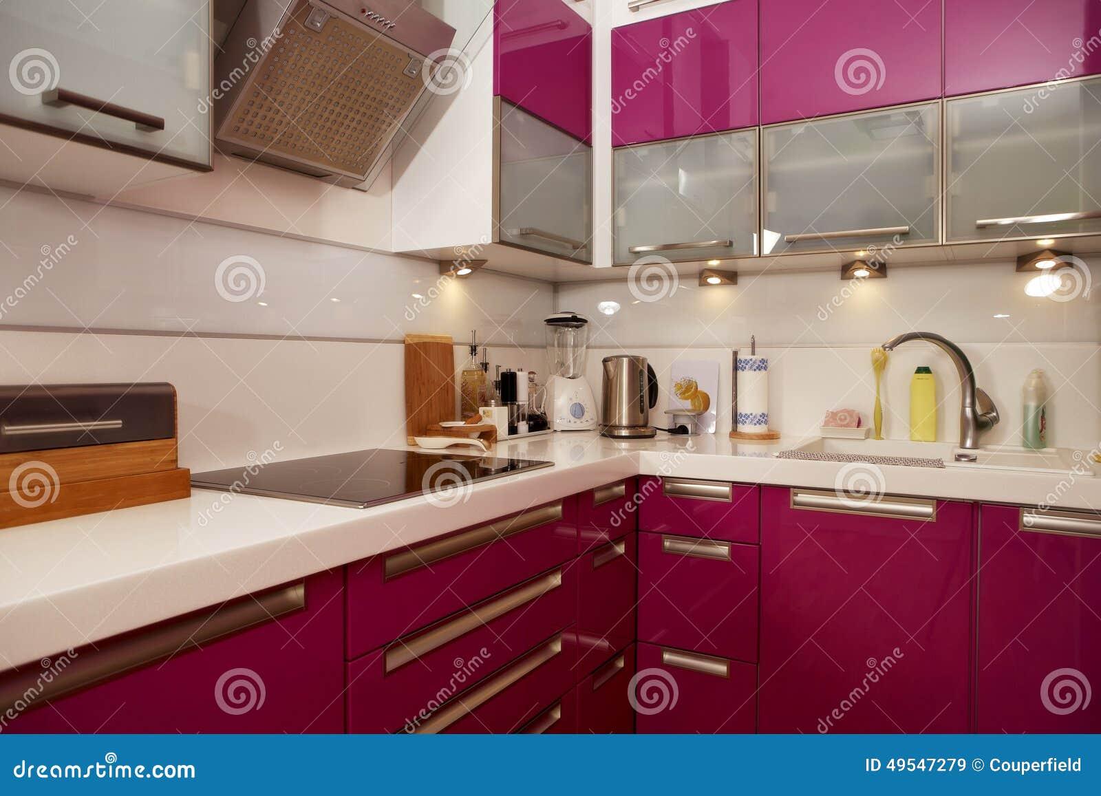 Moderne roze keuken redactionele stock afbeelding afbeelding 49547279 - Afbeelding moderne keuken ...
