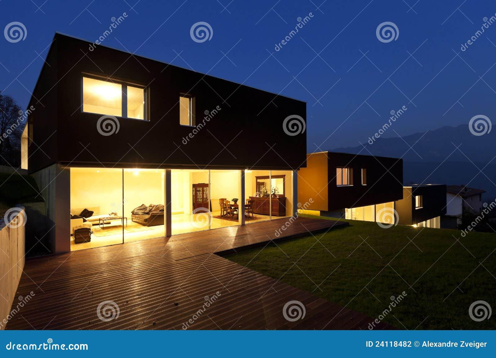Moderne 39 s nachts huizen stock fotografie afbeelding 24118482 for Afbeelding van moderne huizen