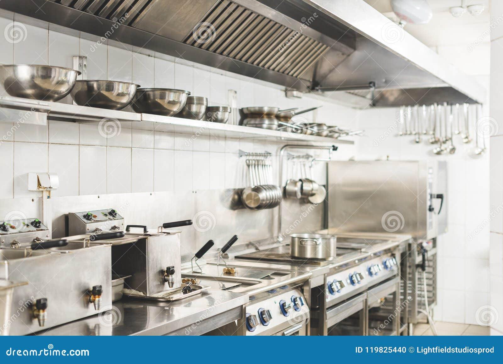 Moderne schone restaurantkeuken