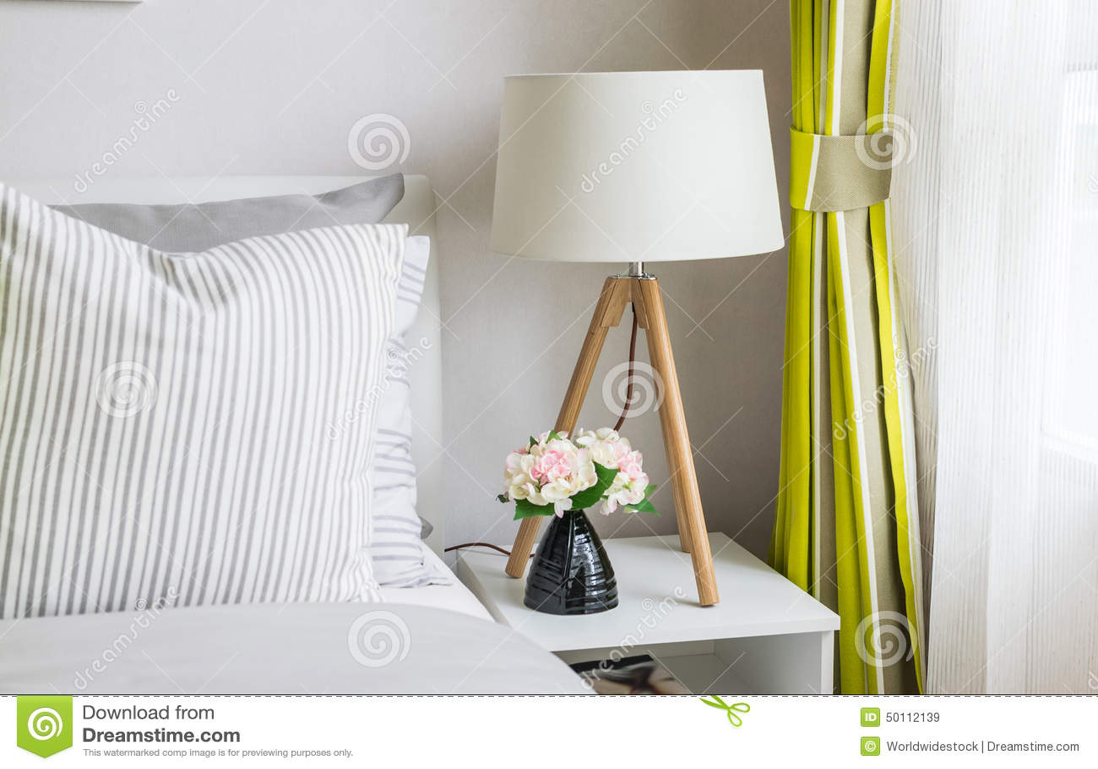 Moderne slaapkamer met bruin bed stock foto's– 394 moderne ...