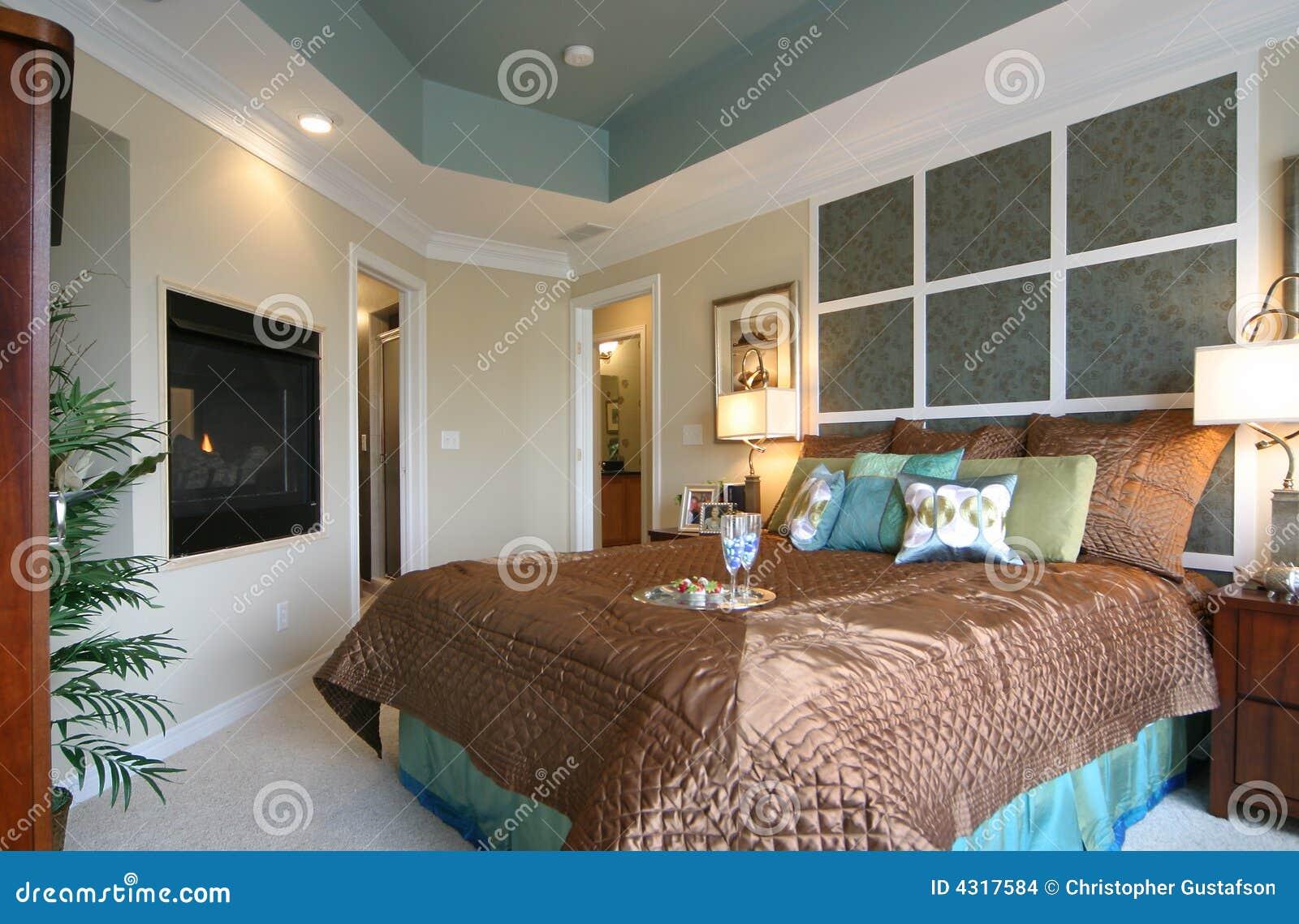 Moderne Slaapkamer Met Open Haard Stock Afbeeldingen - Afbeelding ...