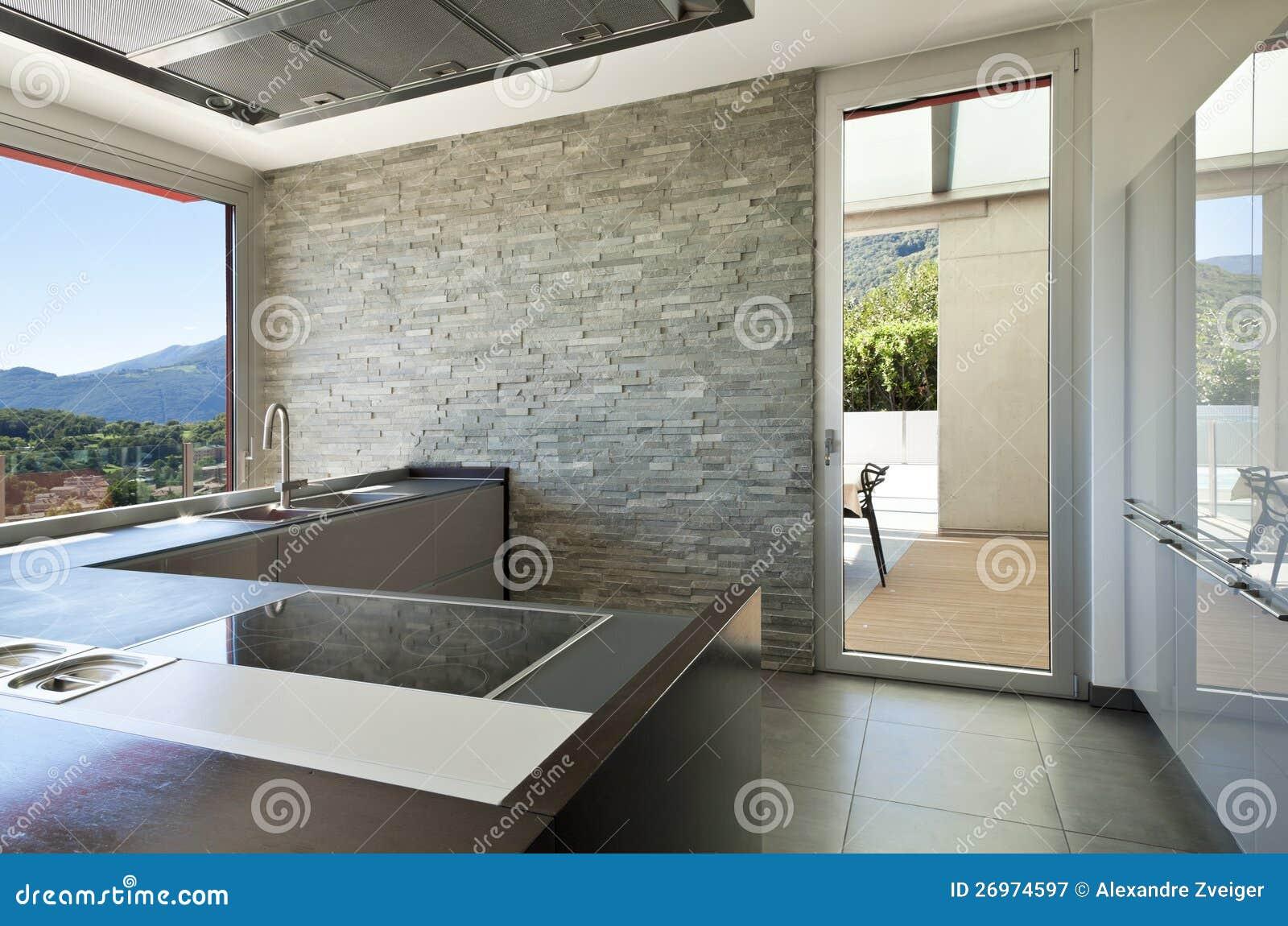 Moderne haardplaat de moderne witte keuken van luxe royalty vrije stock foto s afbeelding - Moderne keuken muurdecoratie ...