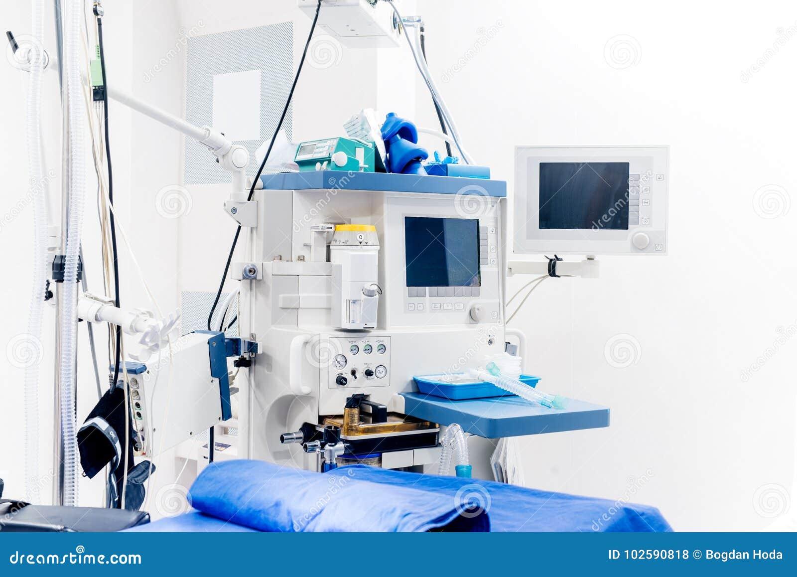 Moderne technologische Ausrüstung im Chirurgieraum Details von medizinischen lifecare Stützgeräten