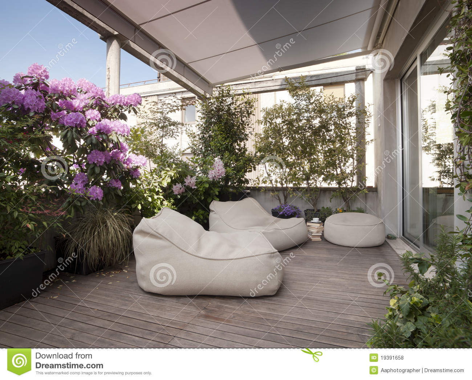 moderne terrasse lizenzfreie stockfotos bild 19391658. Black Bedroom Furniture Sets. Home Design Ideas