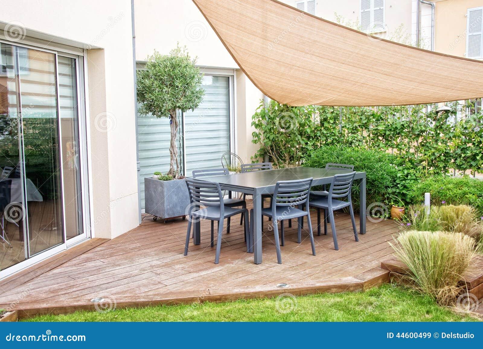 Moderne Terrasse stockbild. Bild von hölzern, plattform ...