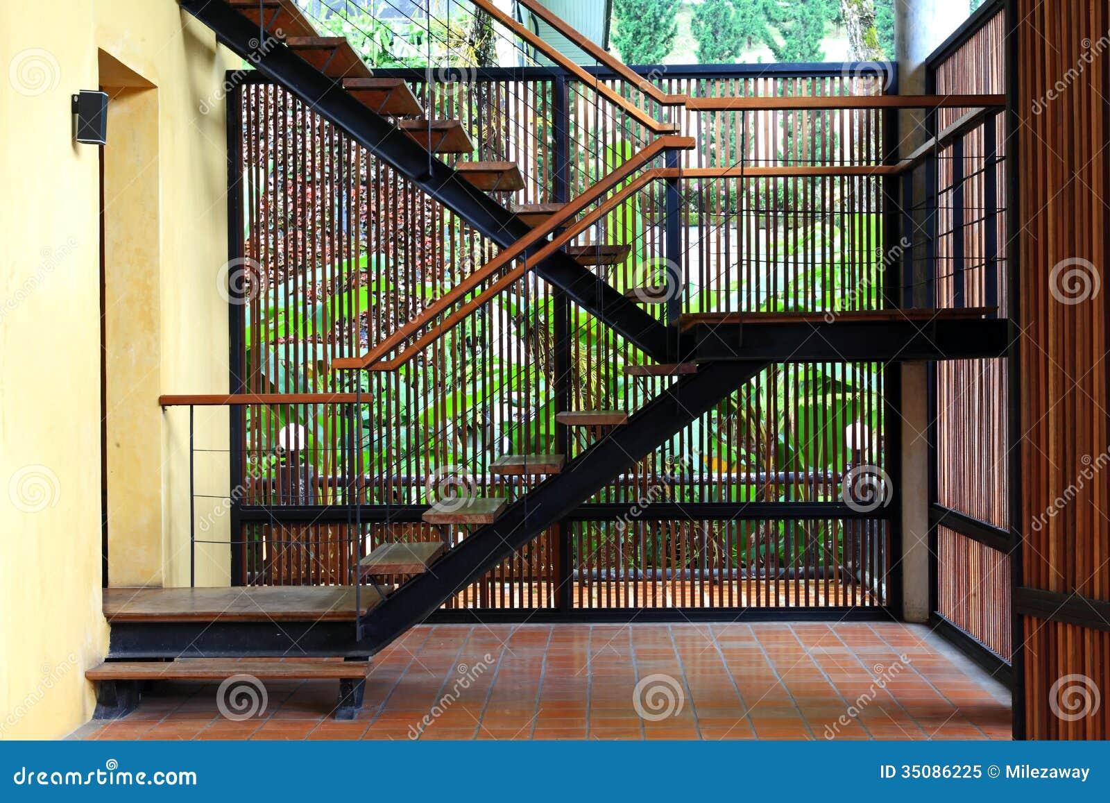 Moderne trap royalty vrije stock foto   afbeelding: 35086225