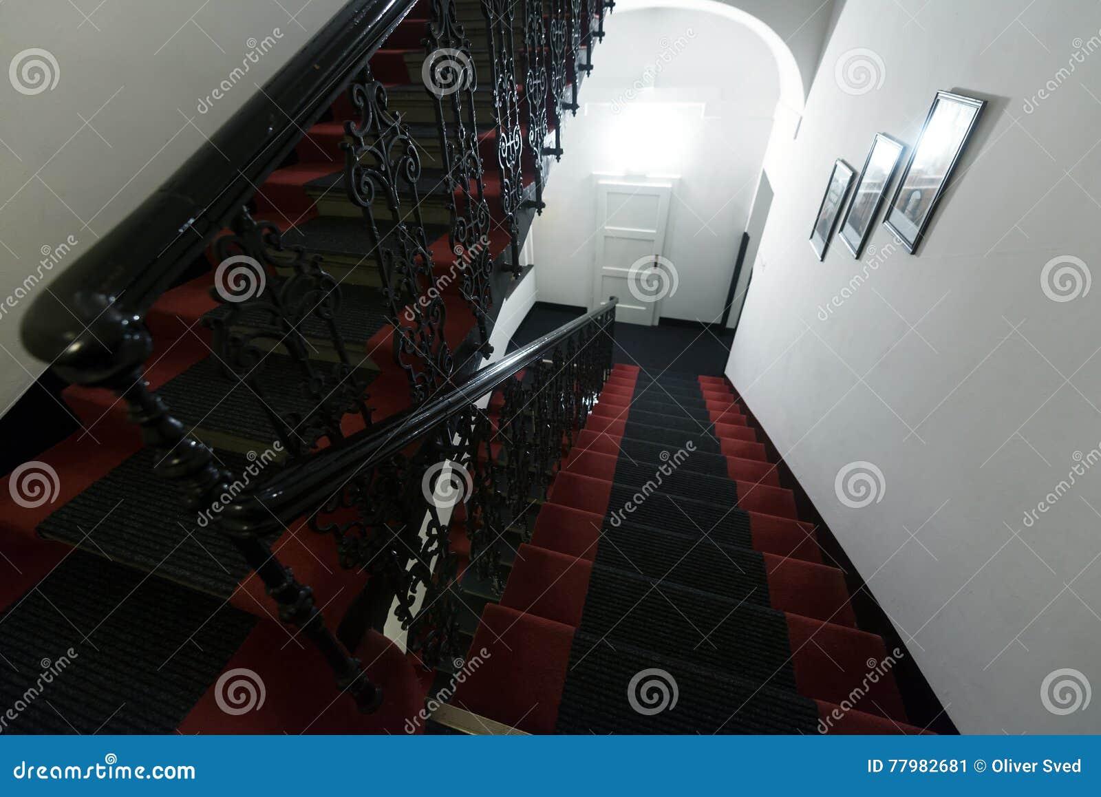 Moderne trap in hotel stock afbeelding afbeelding bestaande uit