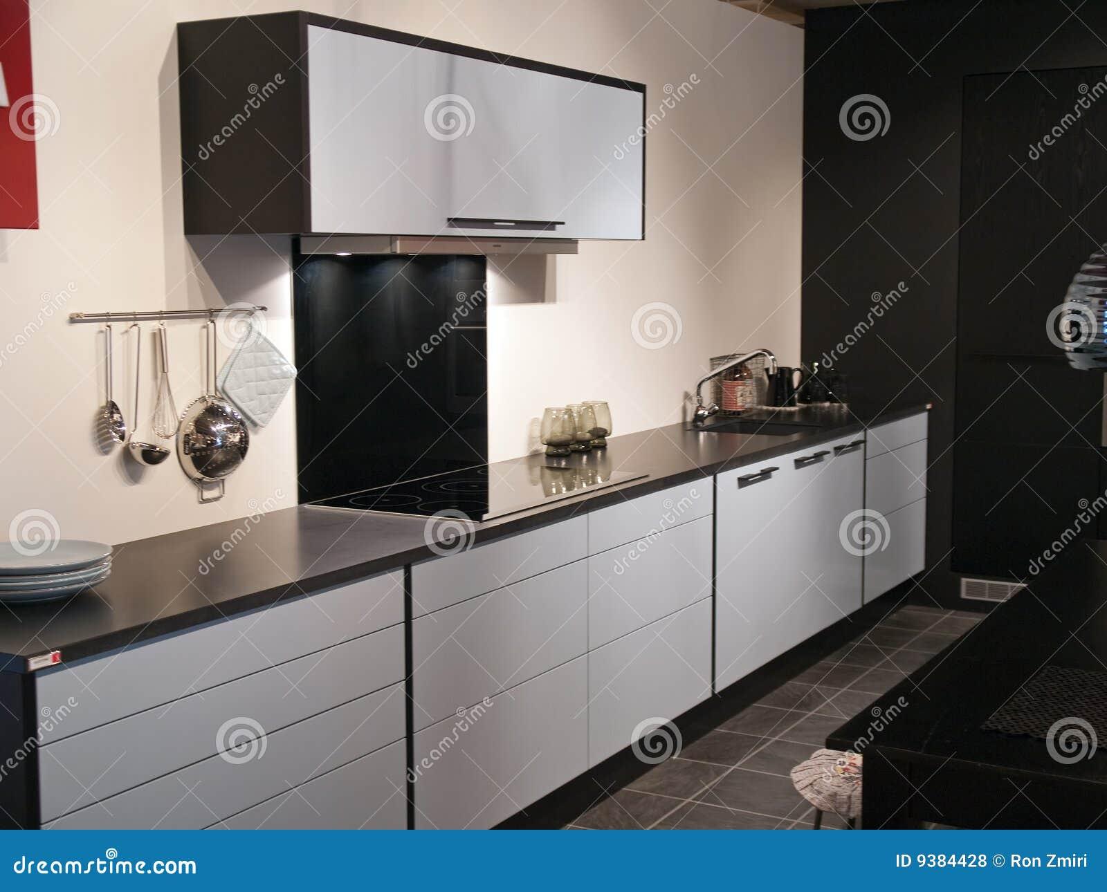 Moderne trendy ontwerp zwart witte keuken royalty vrije stock foto 39 s afbeelding 9384428 for Foto witte keuken