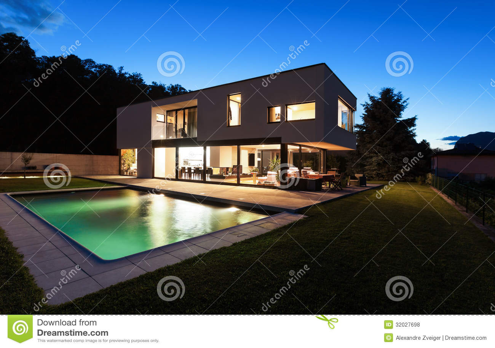 Moderne villa met pool royalty vrije stock foto 39 s afbeelding 32027698 - Foto moderne villa ...