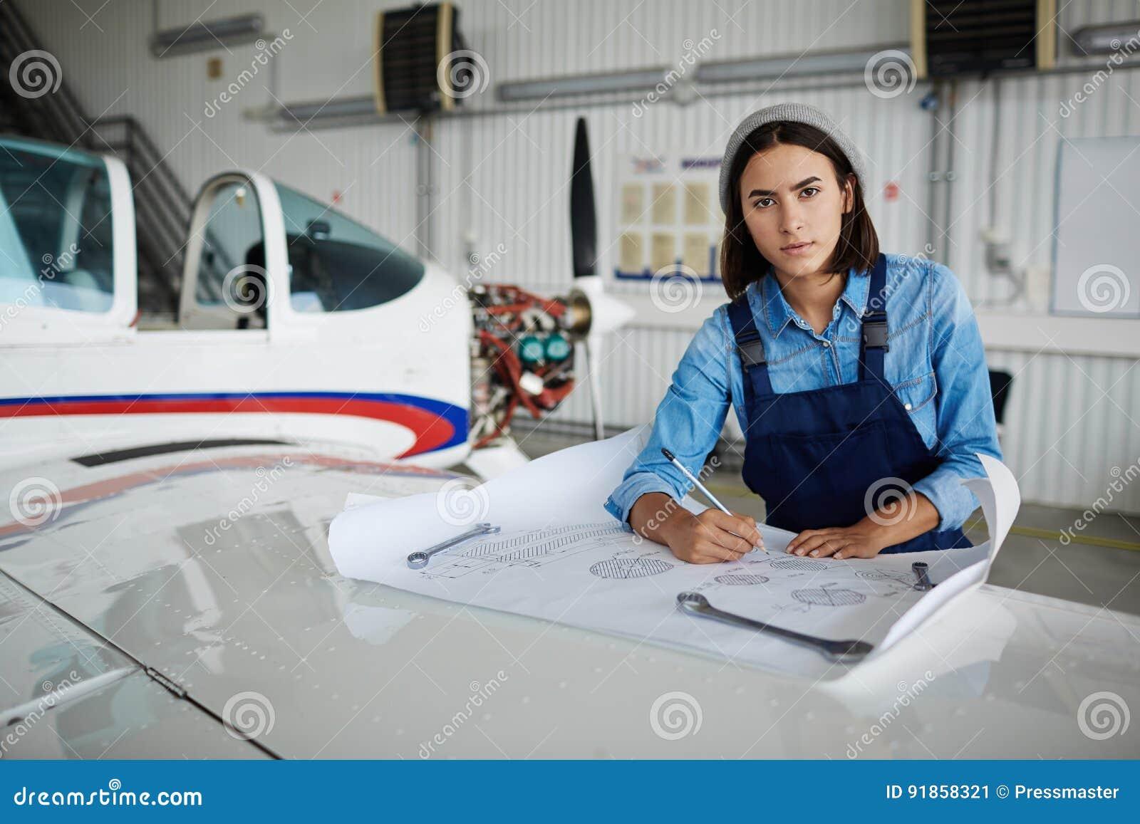 Moderne Vrouwelijke Ingenieur