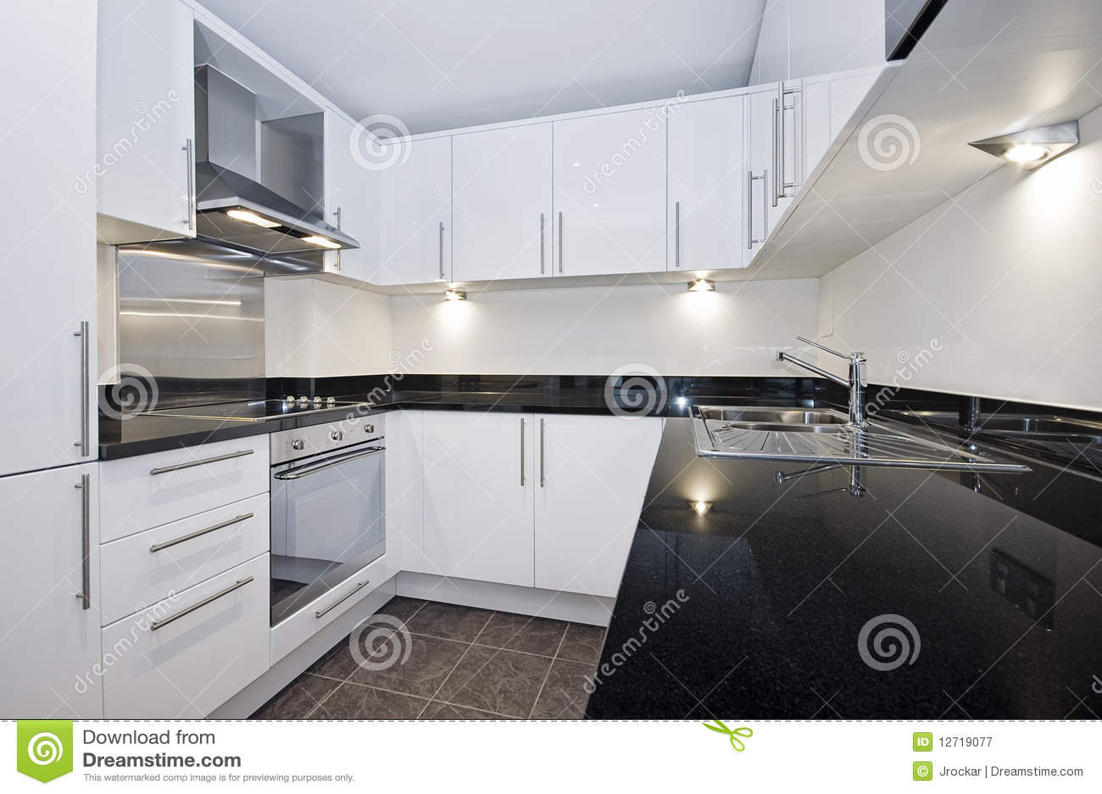 Moderne weiße Küche stockbild. Bild von zeitgenössisch - 12719077