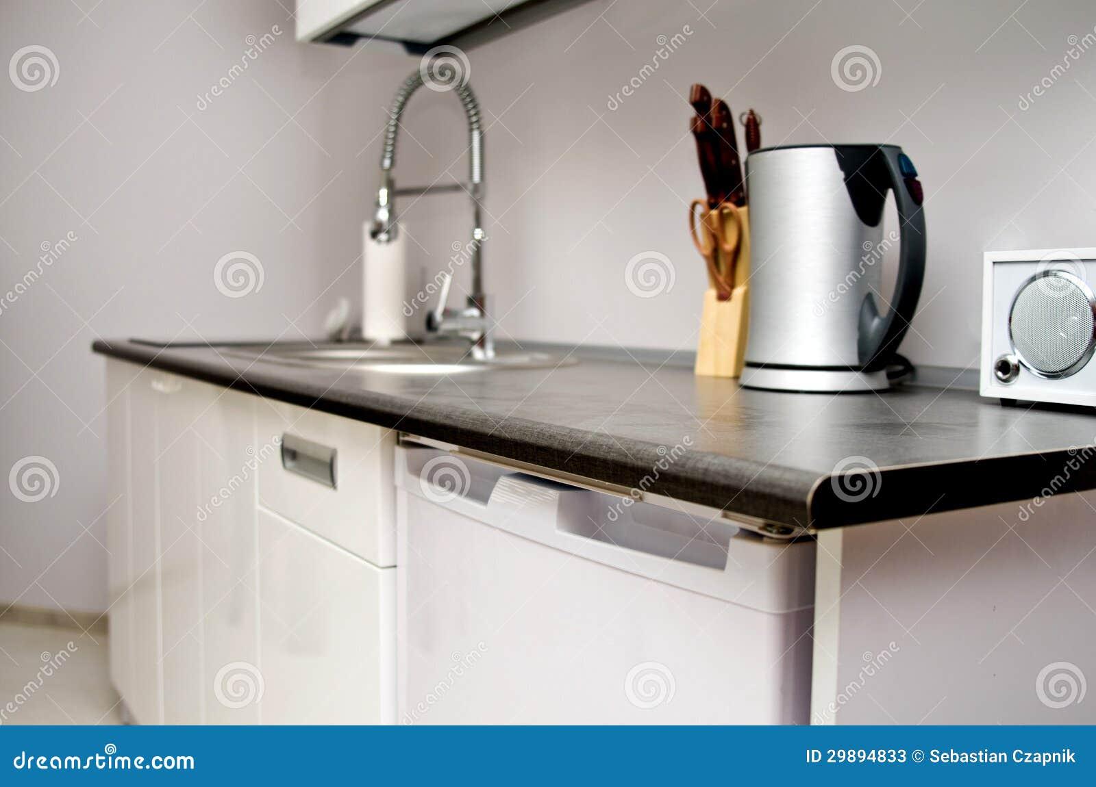 Küche Mit Wanne, Messern Und Kessel. Stockbild - Bild von hahn ...