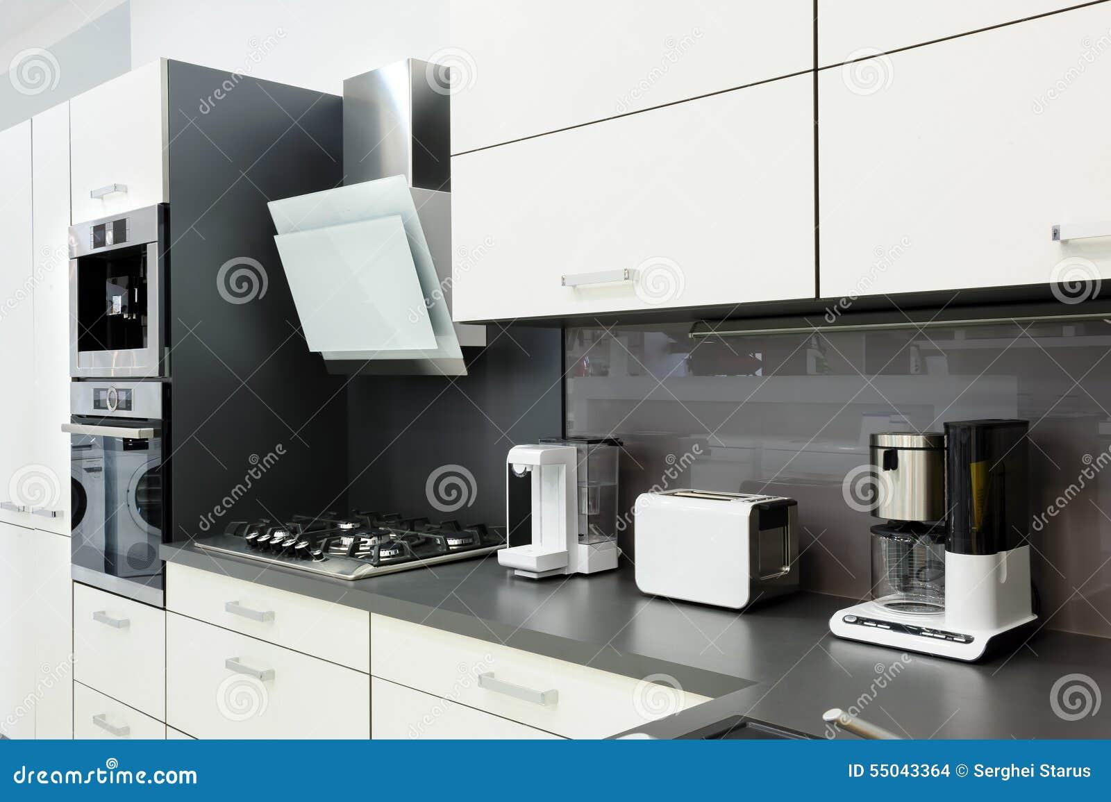 Moderne witte keuken, schoon binnenlands ontwerp stock foto ...