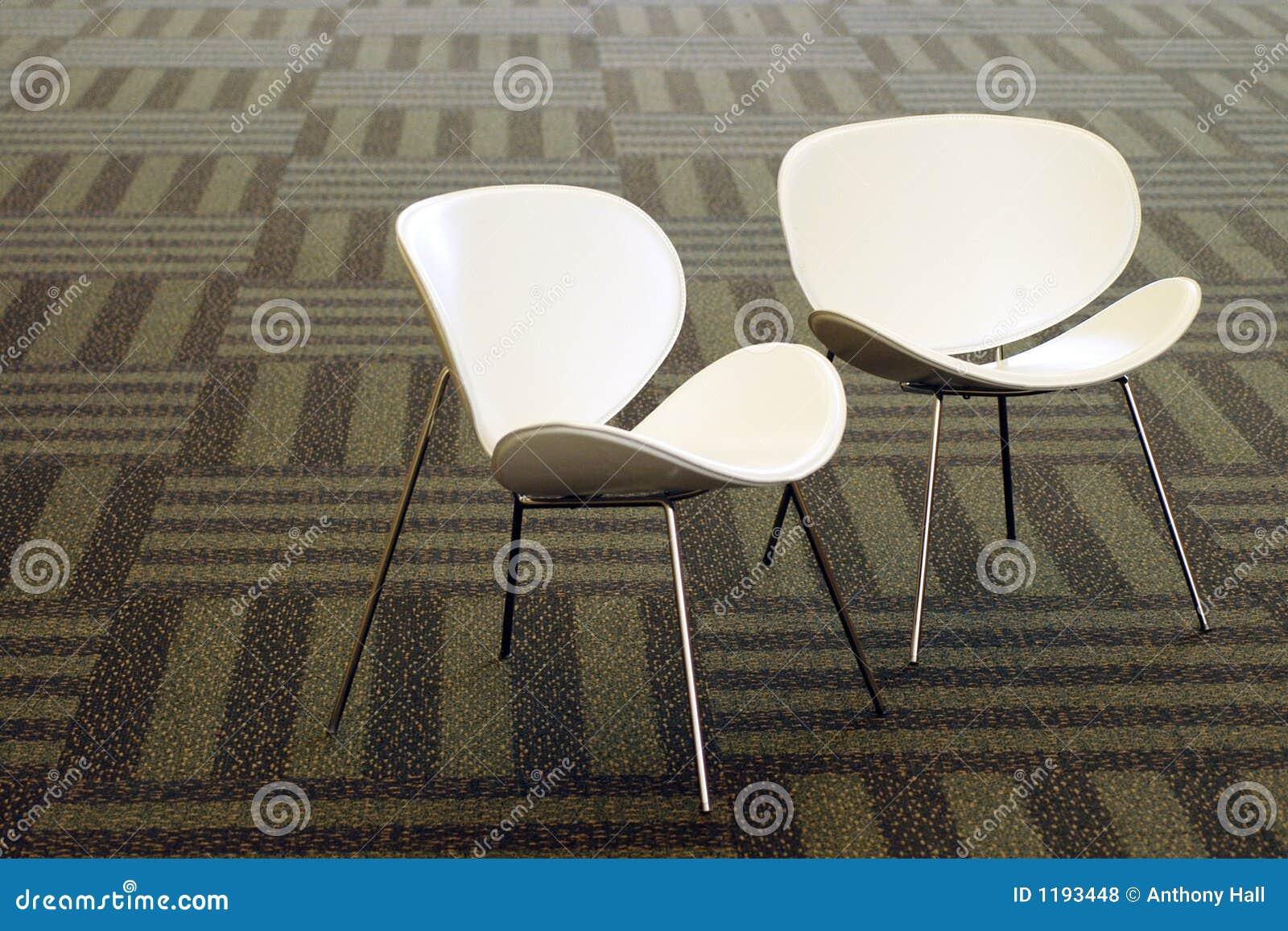 Moderne witte stoelen royalty vrije stock foto 39 s for Witte moderne stoelen
