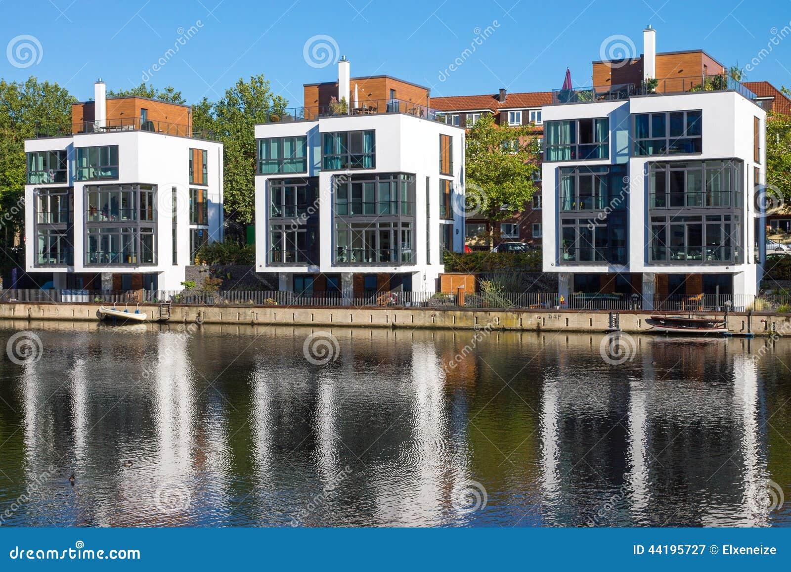 Moderne Wohnhäuser Stockfoto - Bild: 44195727 size: 1300 x 957 post ID: 5 File size: 0 B