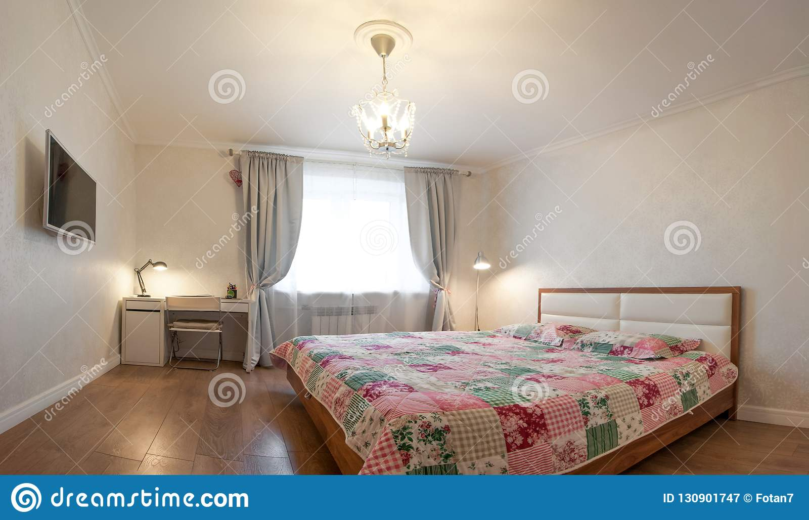 Moderne Wohnung In Den Weichen Warmen Farben, Innenraum ...