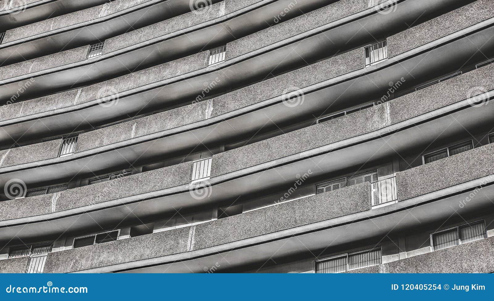 Moderne woningbouwlijn gevormde buitenkant