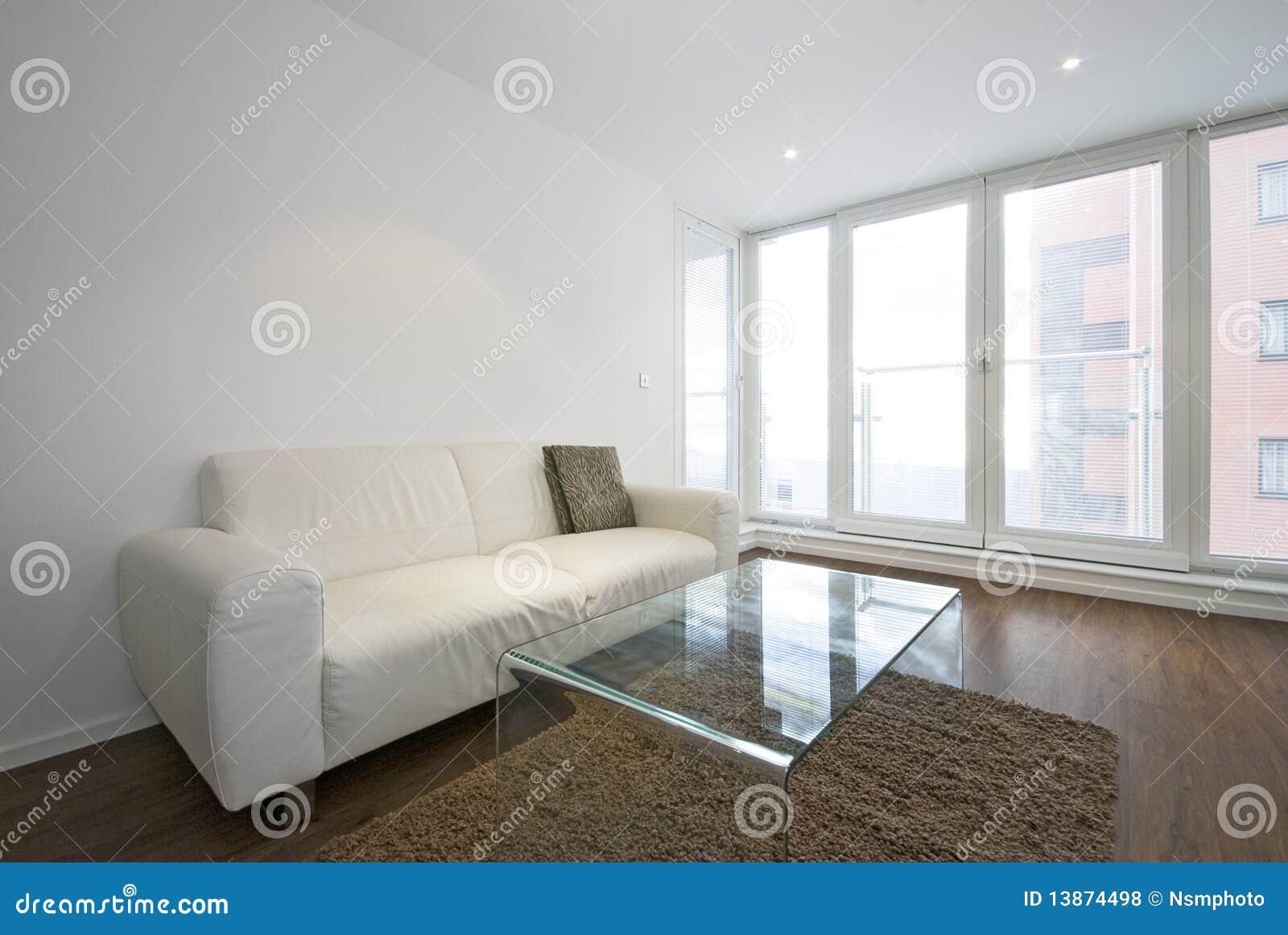 Moderne woonkamer met witte leerbank royalty vrije stock - Deco moderne woonkamer ...