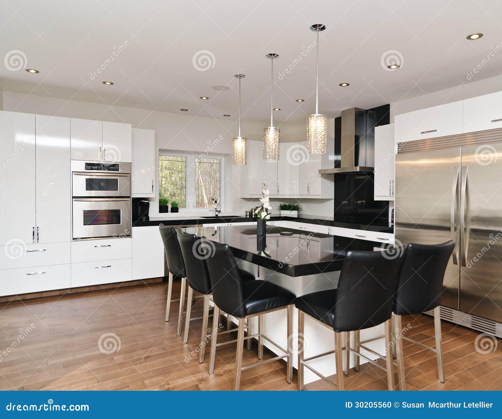 Moderne Zeitgenössische Weiße Küche Stockfoto - Bild: 30205560
