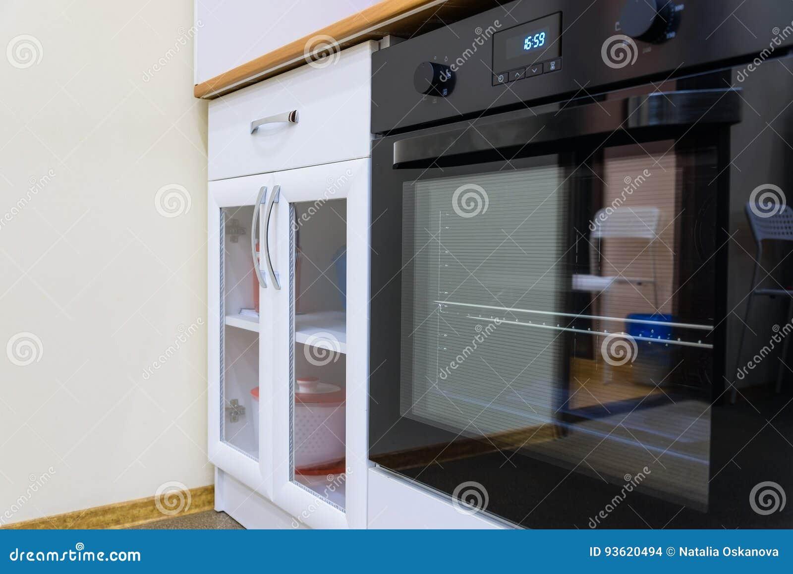 Modern Zwart Keuken : Moderne zwarte oven in de keuken stock foto afbeelding bestaande