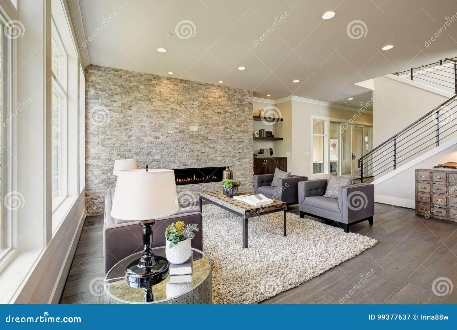 Uberlegen Download Moderner Großer Raum Mit Einem Boden Zum Deckensteinkamin  Stockbild   Bild Von Kamin, Familie