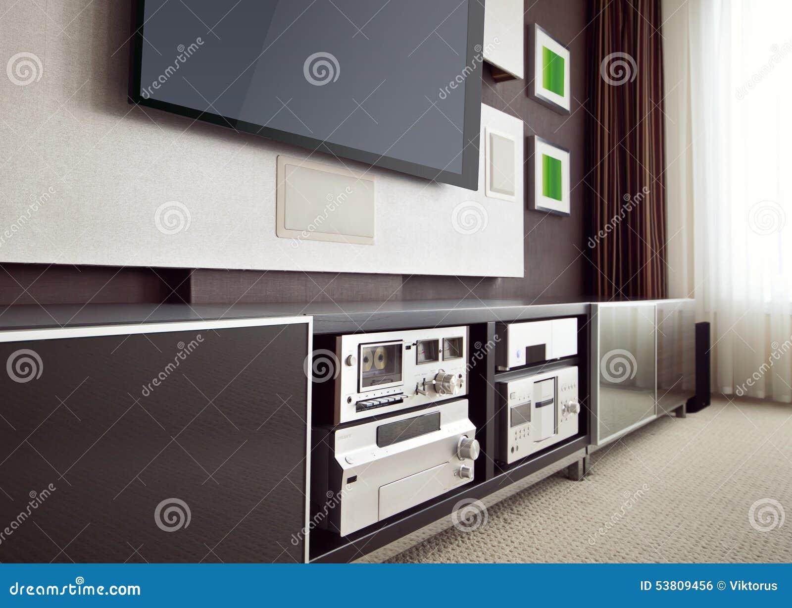 Moderner Heimkino-Raum-Innenraum Mit Flachbildschirm Fernsehen ...