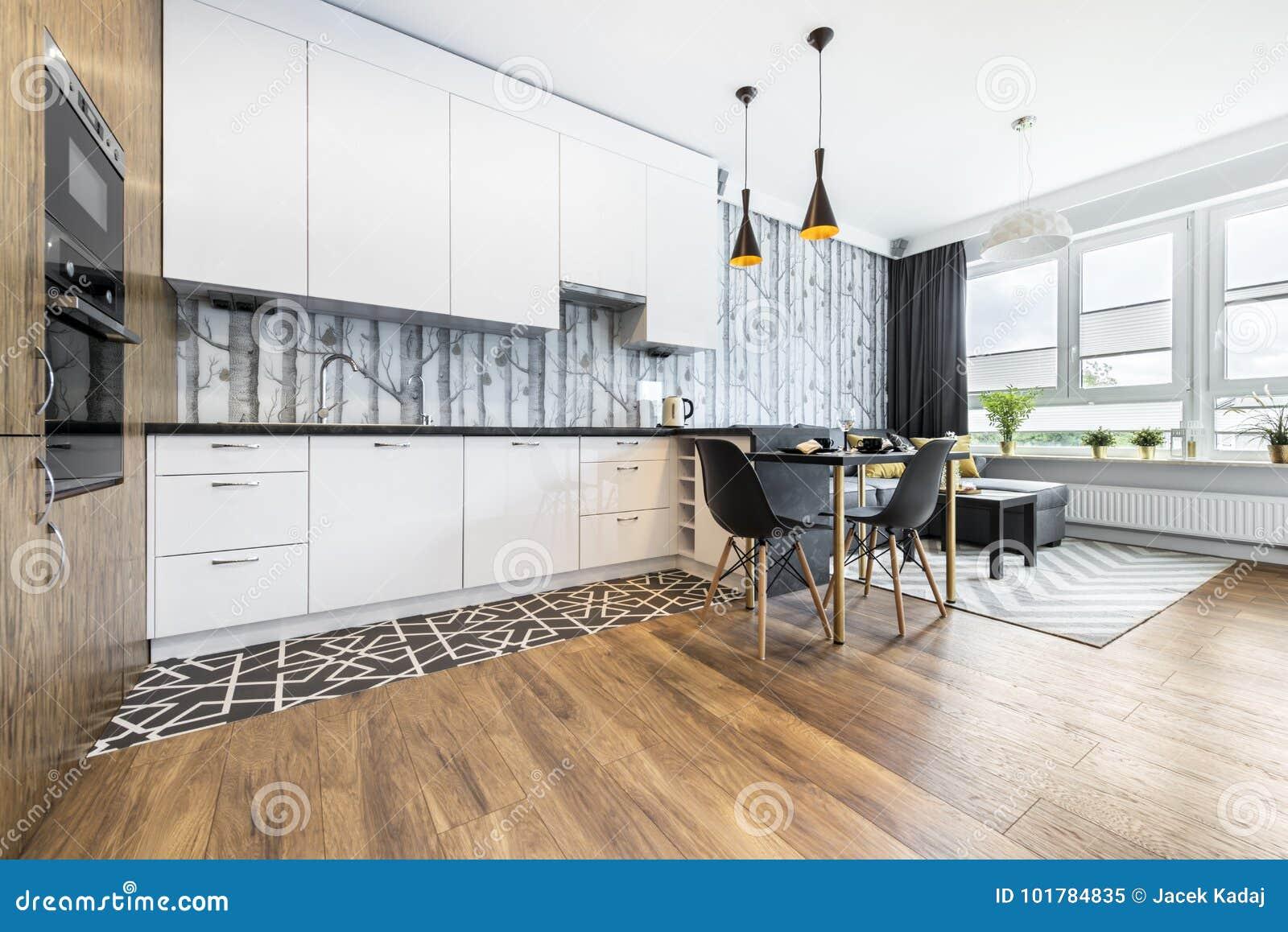 Moderner Kleiner Raum Mit Küche Stockbild - Bild von lampe, eleganz ...