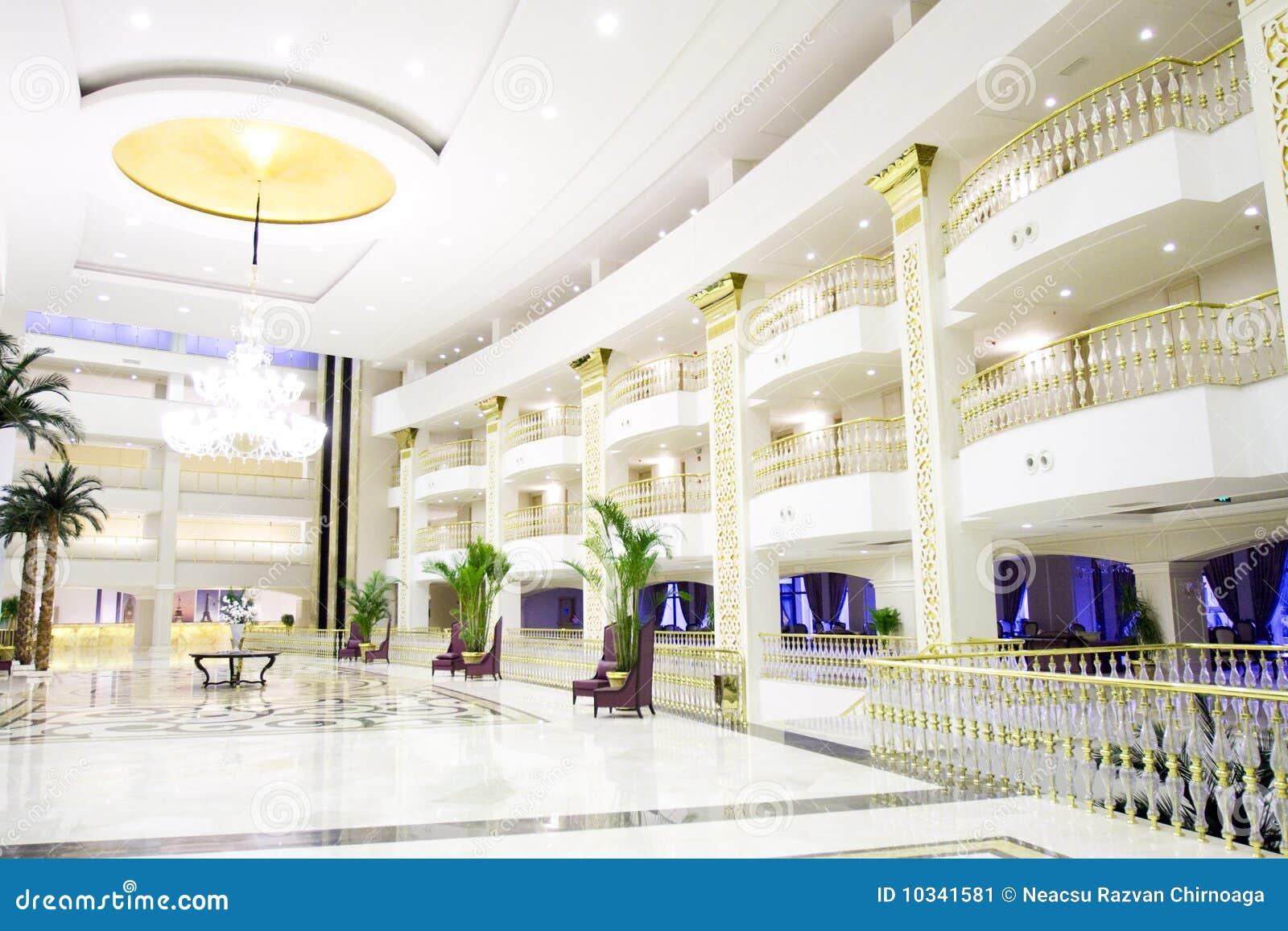 Moderner Luxuxvorhalleinnenraum im Hotel