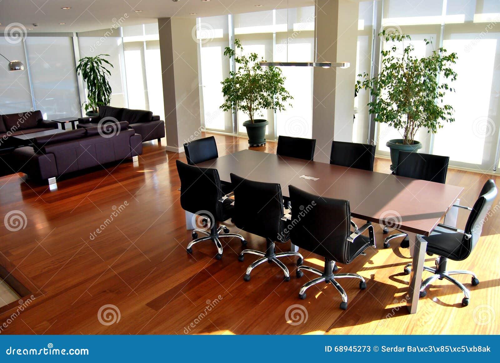 Moderner Rundtisch stockbild. Bild von assistent, stühle - 68945273