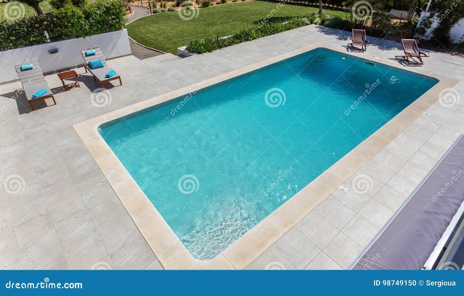 Moderner Swimmingpool Fur Touristen Im Garten Stockfoto Bild Von