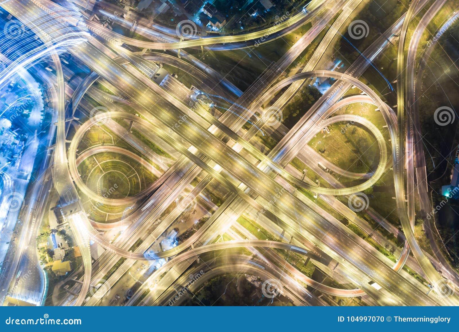 Moderner Transporthintergrund des Draufsichtnachtverkehrs