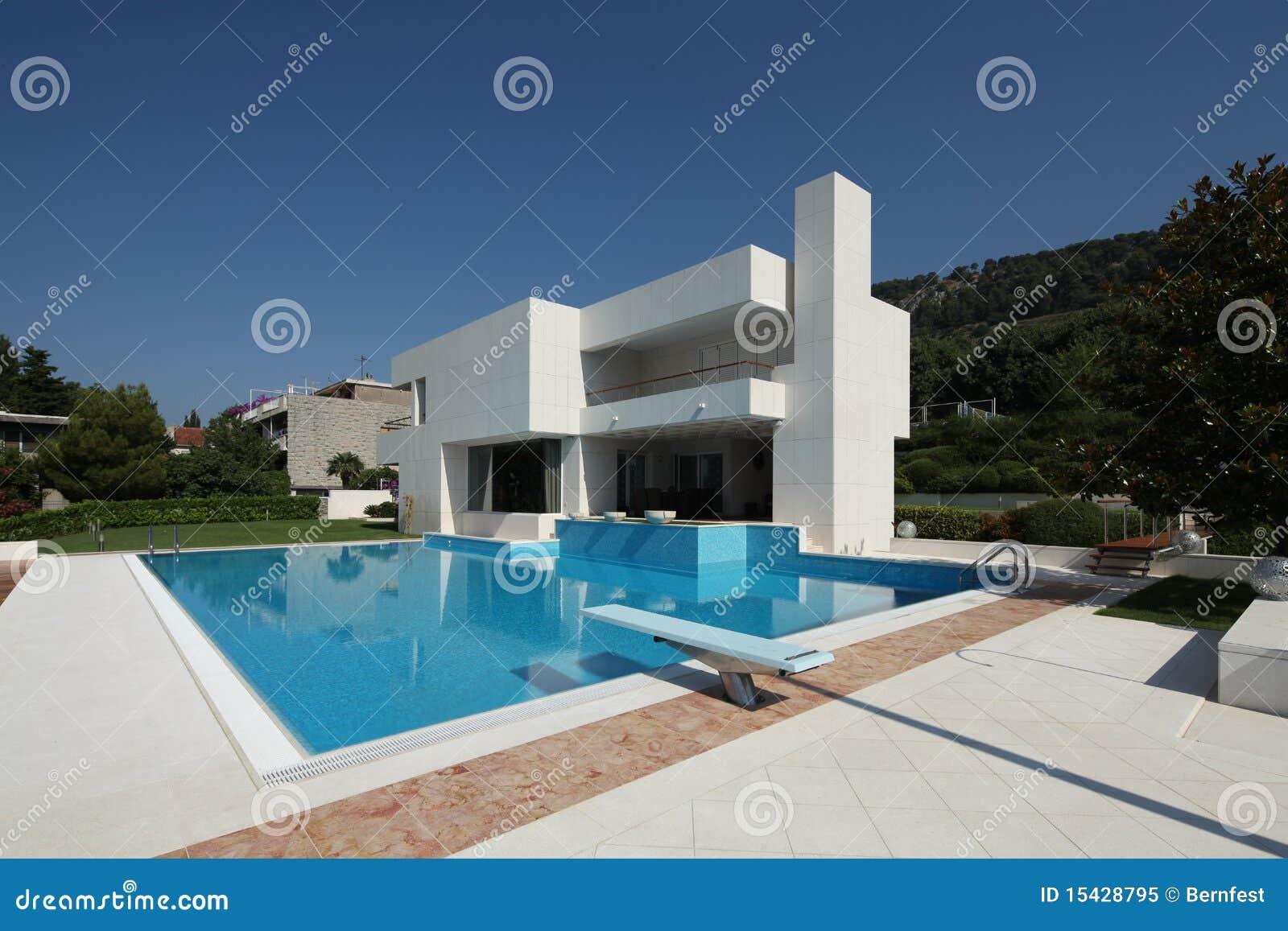 Moderner Vila in der Spalte