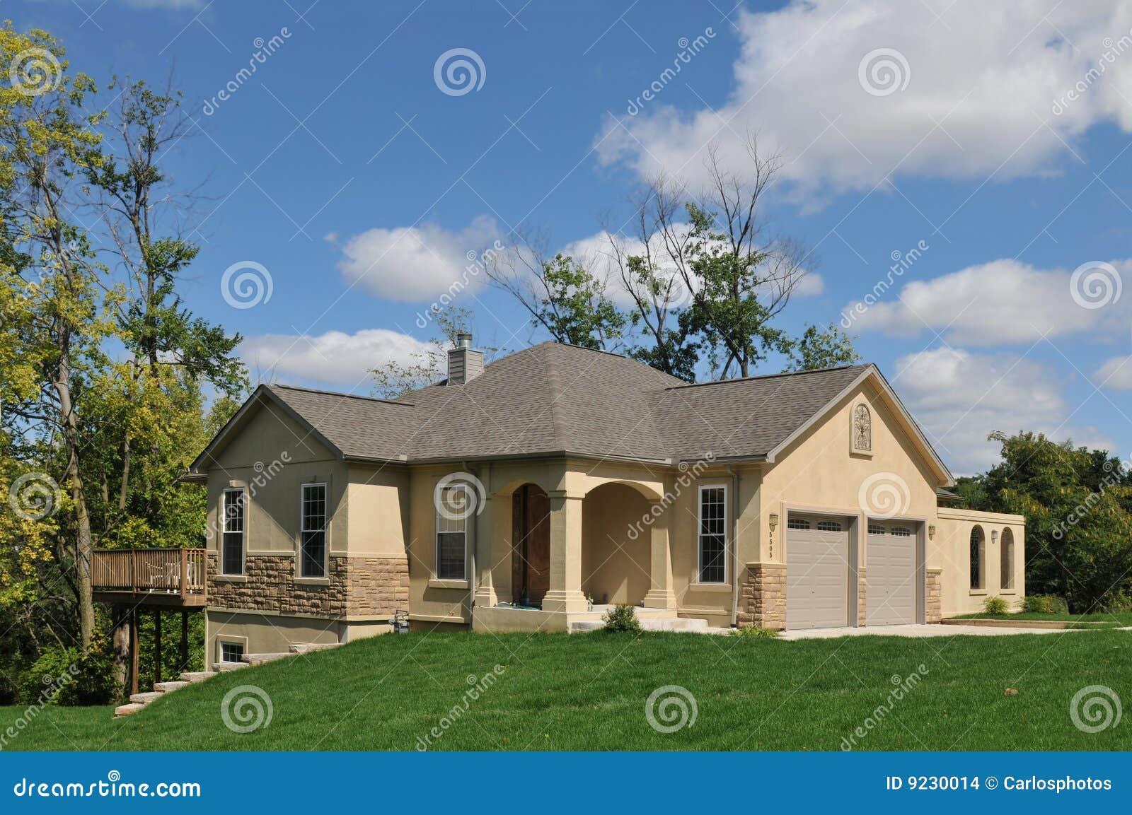 modernes amerikanisches haus stockbilder bild 9230014. Black Bedroom Furniture Sets. Home Design Ideas